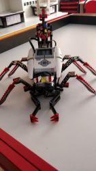 jeden z robotów w szkolnej pracowni z dedykacją dla dyrektora Marka Chroboka ;)